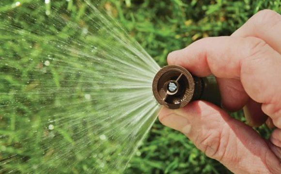 Automatizovaný zavlažovací systém pre krásny trávnik